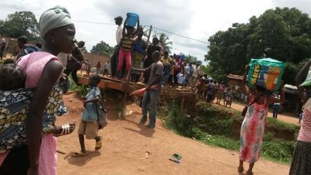 déplacement de la population 5è Arrdt/ @Eric Ngaba