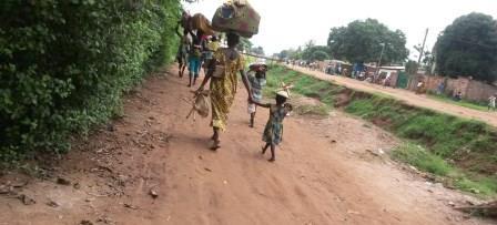 déplacement de la population du 5è Arrdt/ @Eric Ngaba