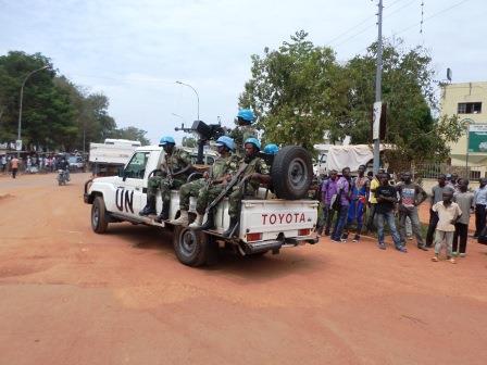 Casques bleus de la MINUSCA en patrouille dans Bangui /@Eric Ngaba