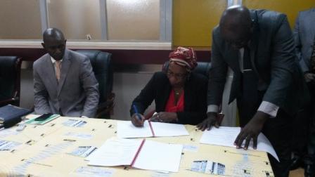 Signature par la deléguée du personnelle