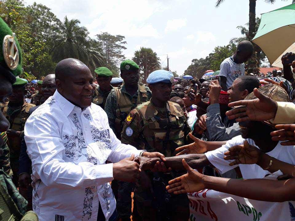 Le président Touadera salue la population de Berberati