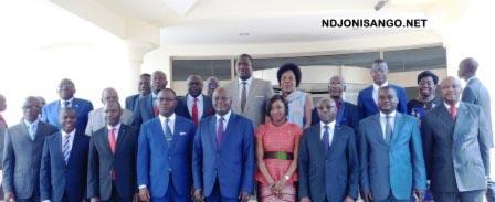 Photo de famille des membres du gouvernement avec les entrepreneurs@Eric Ngaba