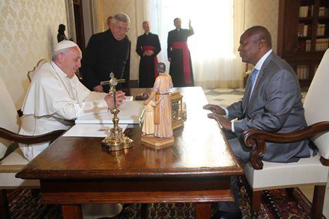 Vatican-RCA: tête-à-tête du président Touadera avec le Pape François