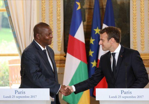 Le président centrafricaine, Faustin Archange Touadera, avec son homologue français Emmanuel Macron