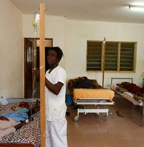 RCA: «Nous devons suivre leur exemple»: le ministre de la santé visité le «Dispensaire Maman Carla» à Bangui