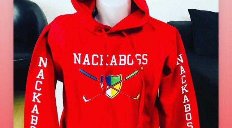Un article vestimentaire portant la marque Nackaboss