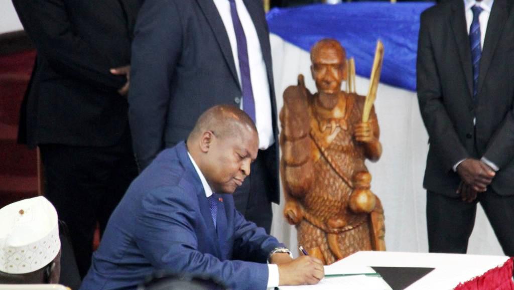 signature de l'accord de paix par le président centrafricain Faustin Archange Touadera
