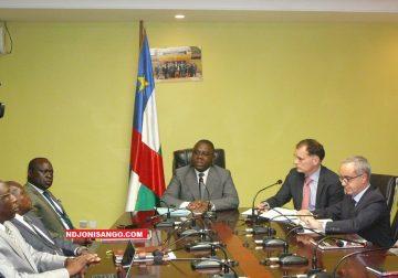 Le Ministre des finances et du budget Henri-Marie Dondra et les experts du FMI en conférence de prsesse 3 mai 2019 à Bangui@ photo Eric Ngaba