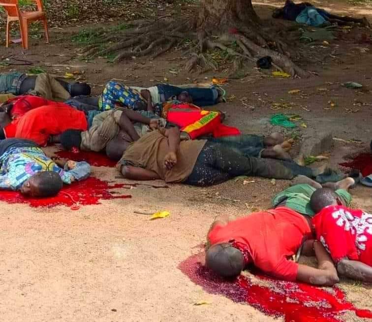 les civils massacrés par des rebelles de 3R