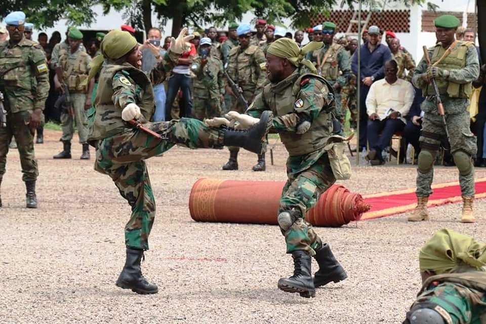Démonstration de tactique de combat par les éléments FACA formés par les Russes à Berengo