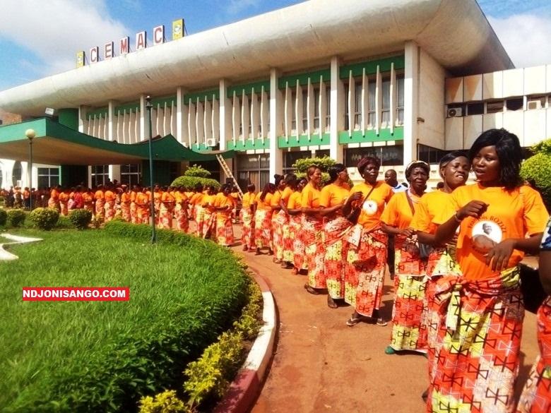 Mobilisation des partisans du parti KNK lors des assises du conseil national du parti au siège de la commission de la CEMAC à Bangui