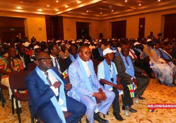 les militants de l'URCA lors de l'intronisation du président du parti Anicet Georges Dologuelé pour les élections 2015-2016