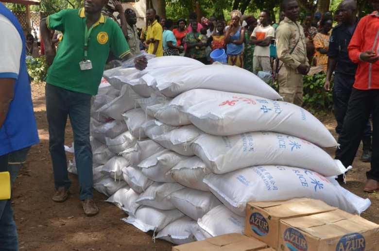 distribution des produits des premières nécessités aux sinistrés de Bimbo@photo action humanitaire