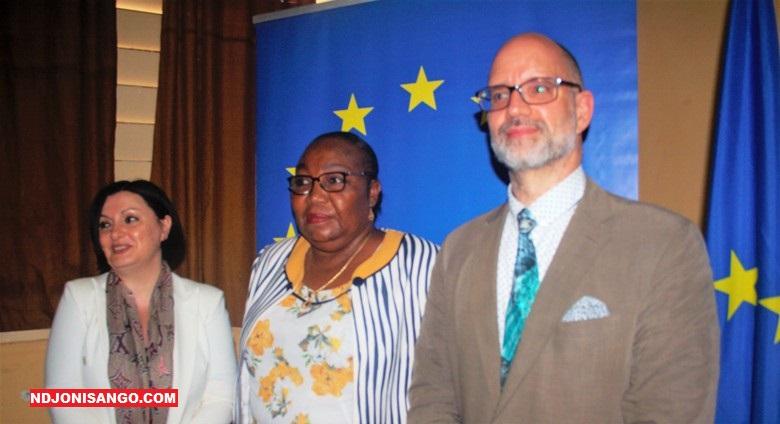 De gauche à droite l'Ambassadrice de l'UE en RCA, la Présidente de l'ANE et le Chef de bureau de ENABEL