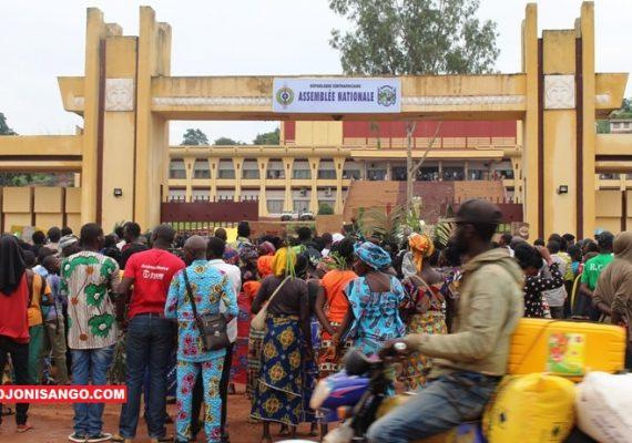 Les manifestants devant Assemblée nationale - Bangui - Centrafrique