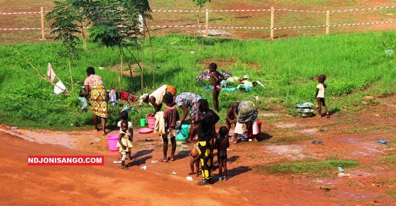 Des sinistrés vivant dans l'insalubrité au palais de sports à Bangui@photo Erick Ngaba