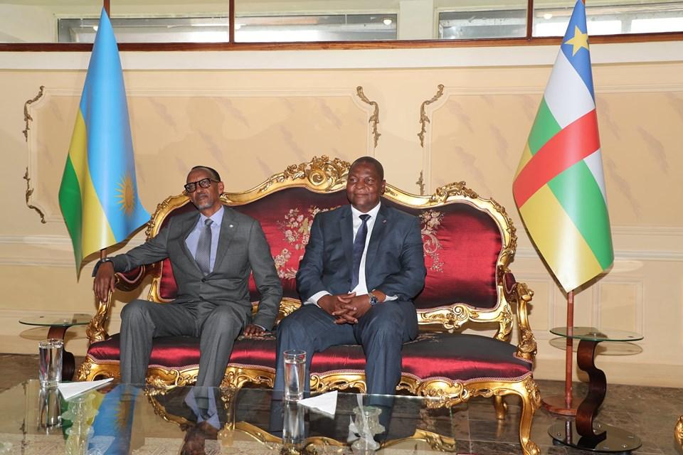 Le président rwandais Paul Kagamé et son homologue centrafricain Faustin Archange Touadera à Bangui