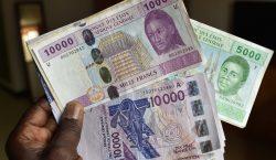 Les ministres africains convoqués à Paris pour parler du franc CFA