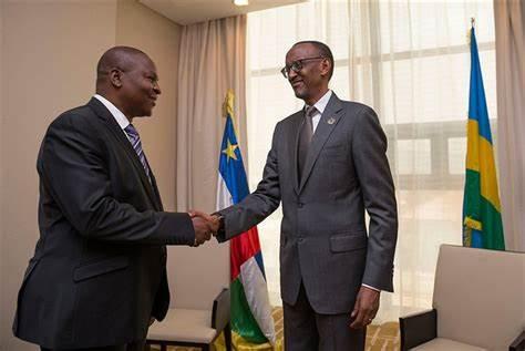 Le président centrafricain Faustin Archange Touadera et son homologue rwandais Paul Kagamé à Kigali