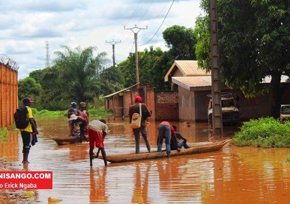 Catastrophe naturelle- le-quartier-port-pétrolier-envahi-par-la-crue-du-fleuve-Oubangui - Centrafrique