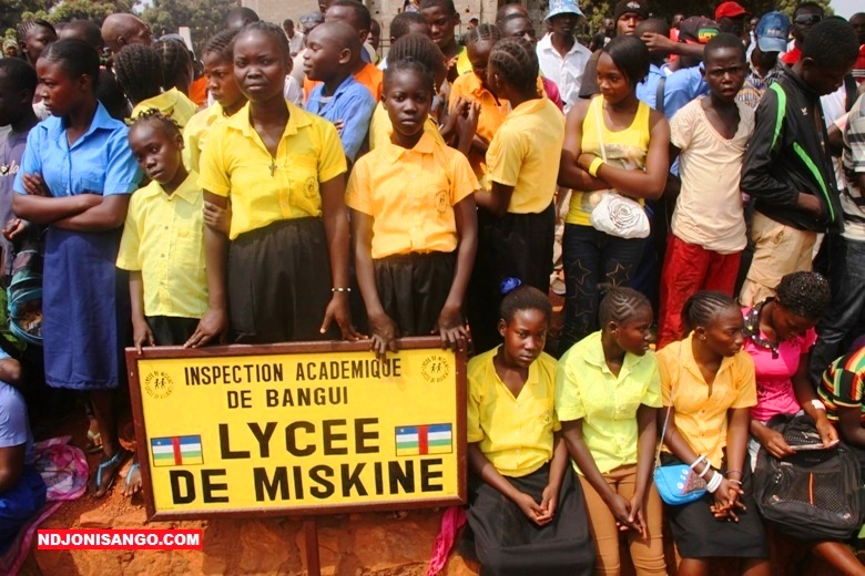 Les jeunes filles du lycée de Miskine durant la célébration de la journée des martyrs en janvier 2016 à Bangui@ photo Erick Ngaba