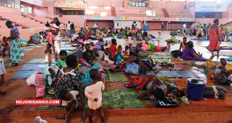 Les sinistrés des quartiers riverains de Bangui au Palais de l'omnisport à Bangui@photo Erick Ngaba
