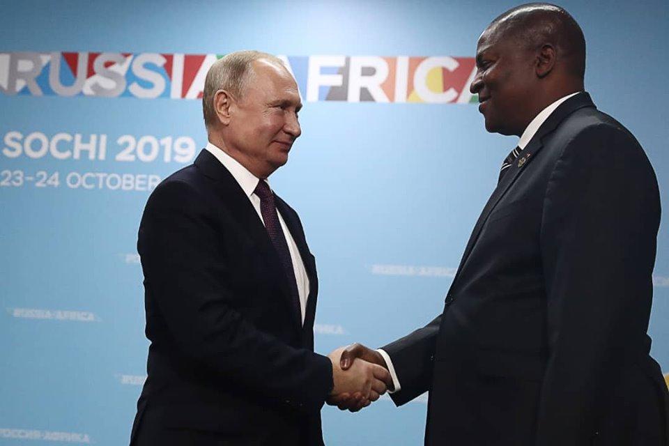 le président russe Vladimir Poutine et son homologue centrafricain Faustin Archange Touadera à Sotchi