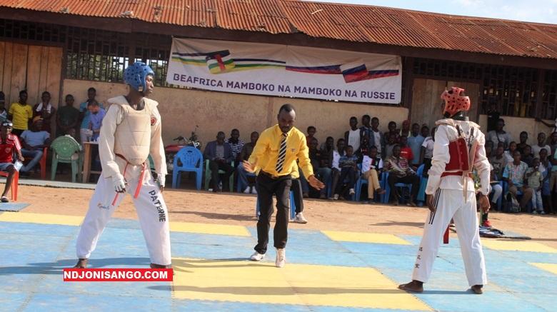 des athlètes sur le ring durant la compétition à l'école Saint Jean à Bangui@photo Marly Pala