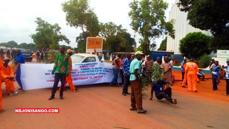 grève du personnel de la Socatel à Bangui@photo Fiacre Salabé