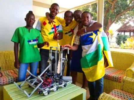 Les 5 jeunes athlètes centrafricains à la compétition mondiale de robotique à Dubaï