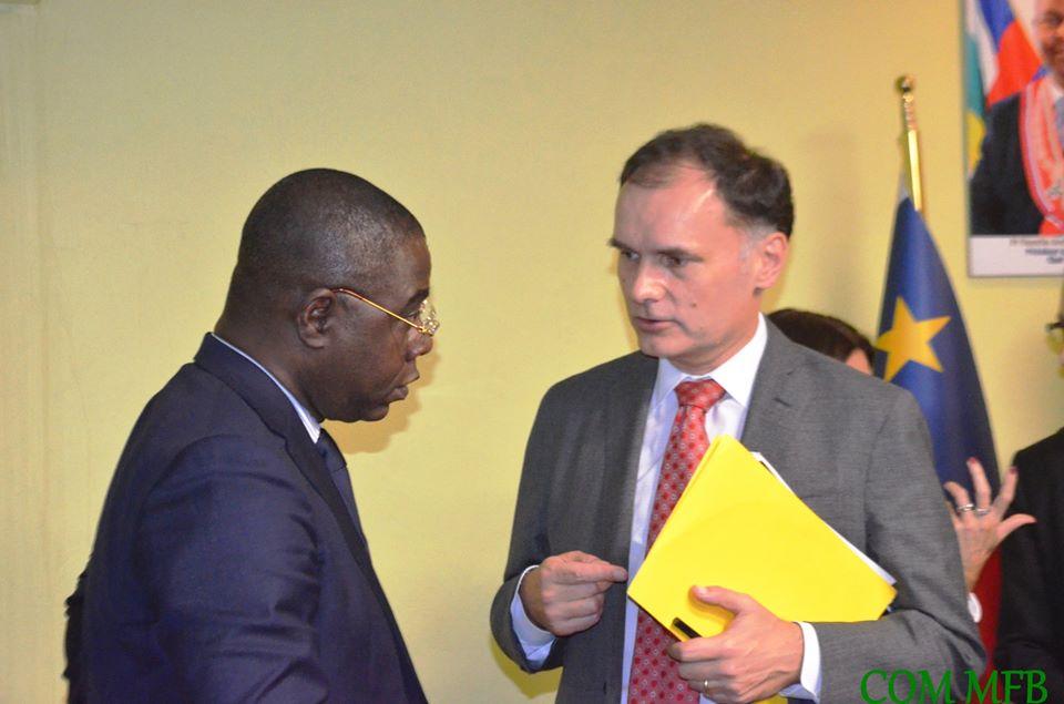 Le ministre des finances Henri-Marie Dondra avec le chef de mission du FMI Eduard Martin@photo Com MFB