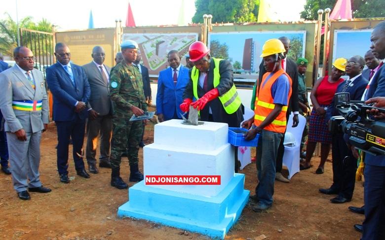 Pose de la première pierre de construction de l'hôtel des impots@photo Erick Ngaba