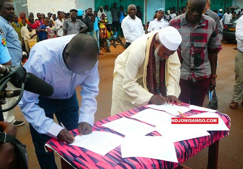 Centrafrique-paix-Signature-de-laccord-de-bon-voisinage-par-les-acteurs-de-la-paix-au-KM5@photo-Dieudonné-Zéké