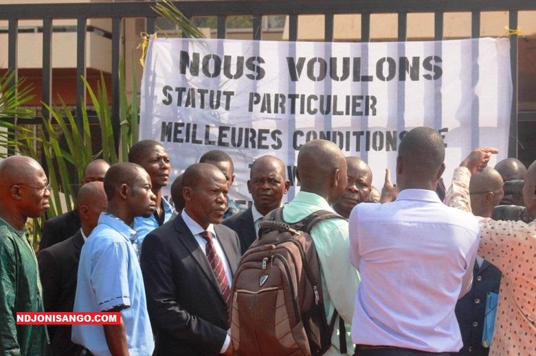manifestation du personnel du ministère des affaires étrangères@photo Fiacre Salabé