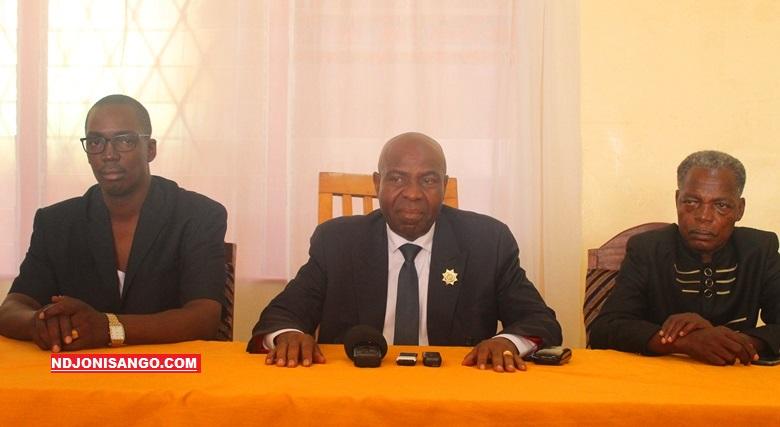De gauche à droite Christian Guenebem, Bertin Béa et Me Jean Louis Opalangna au siège du parti KNK@photo Cyrille Yapendé