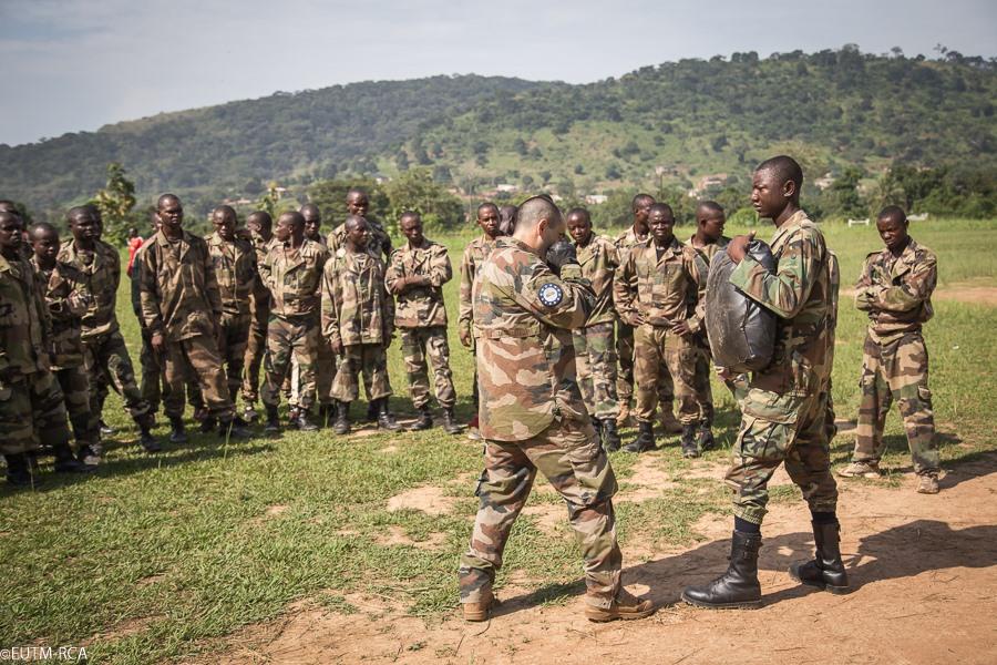 Formation des FACA par la mission européenne EUTM-RCA au camp Kassaï