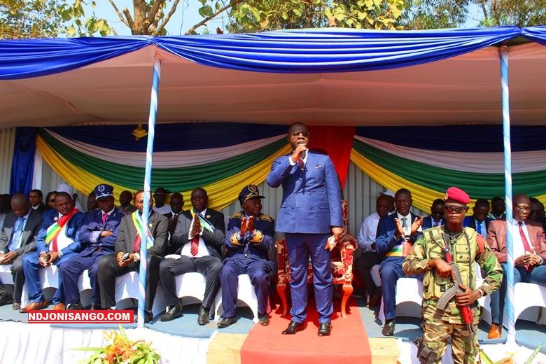 Les officiels, gouvernement et autorités locales de Bimbo lors de défilé du 1er décembre@photo Erick Ngaba