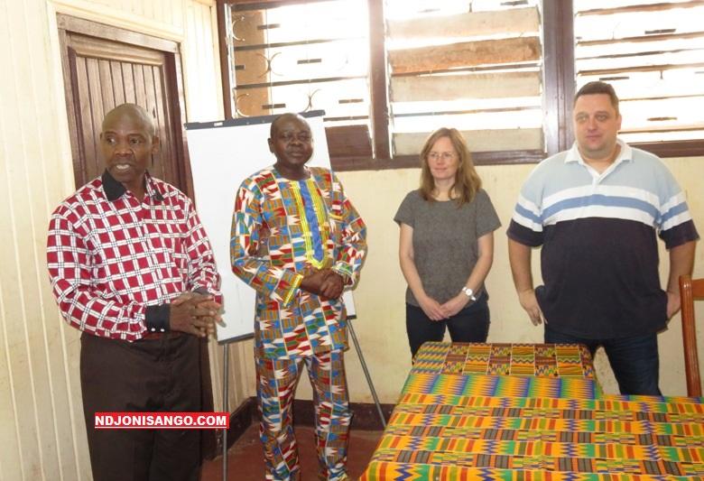 Les responsables du département des sciences de l'information et de la communication à l'Université de Bangui avec les missionnaires français@photo Dieudonné Zeké