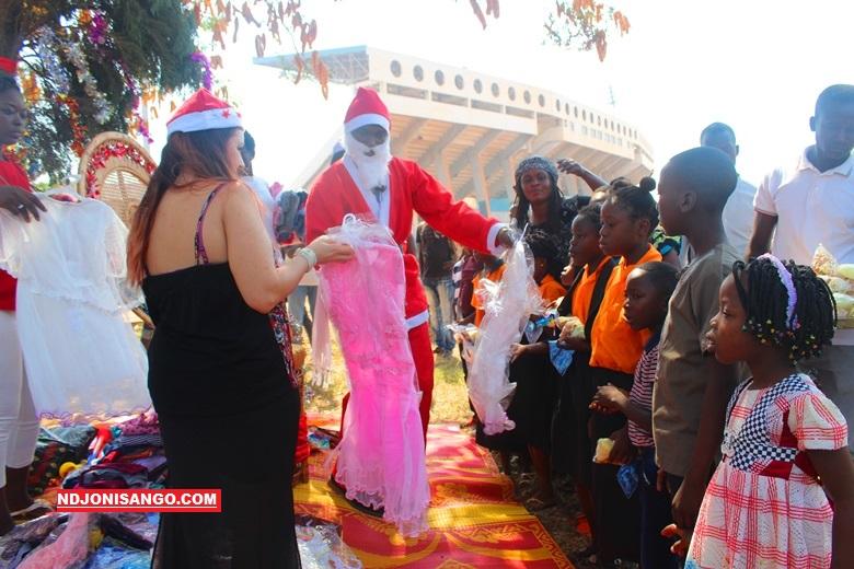 Distribution à Bangui des jouets aux orphelins par l'ONG Femmes–Hommes-Développement@photo Grâce Ngbaléo