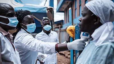 coronavirus-COVID-19-Afrique-prise-de-température-patient-africain